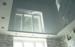 Серый натяжной потолок