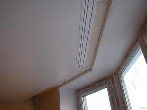 Натяжной потолок под карниз