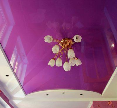 Сиреневый и фиолетовый натяжной потолок